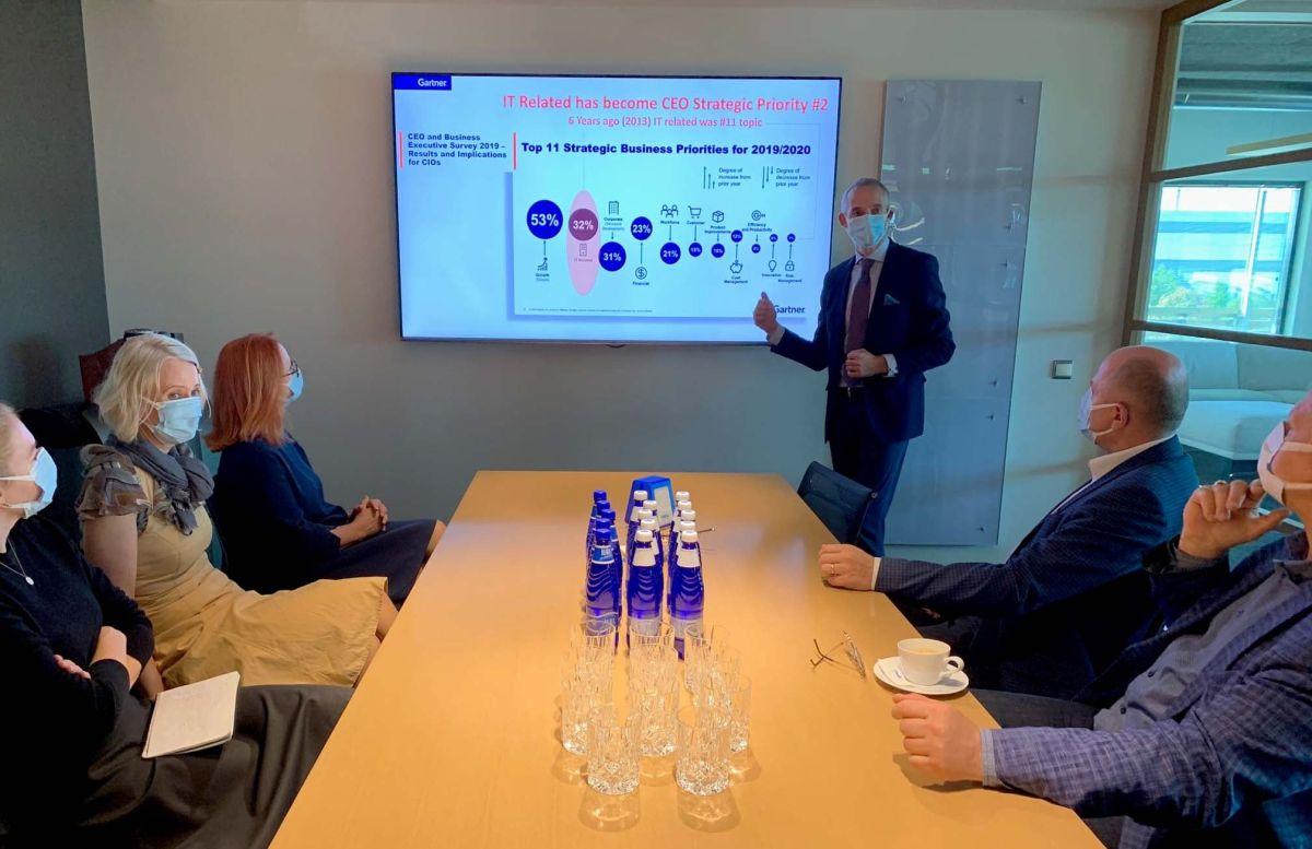 Minister Raul Siem külastas koos ITL-iga mööblitootmisettevõtet Neiser Group